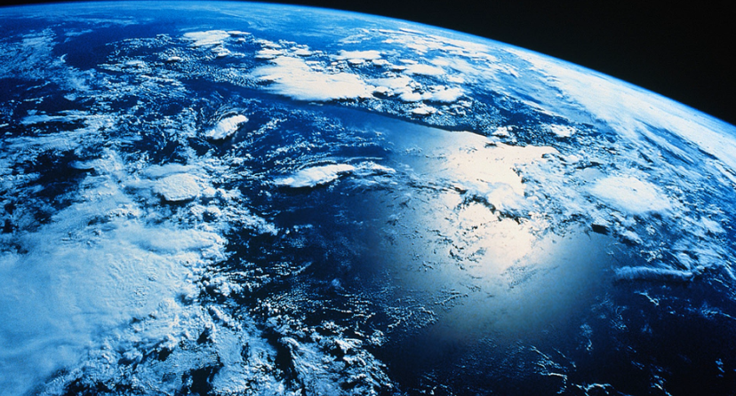 The Social Media Overview Effect