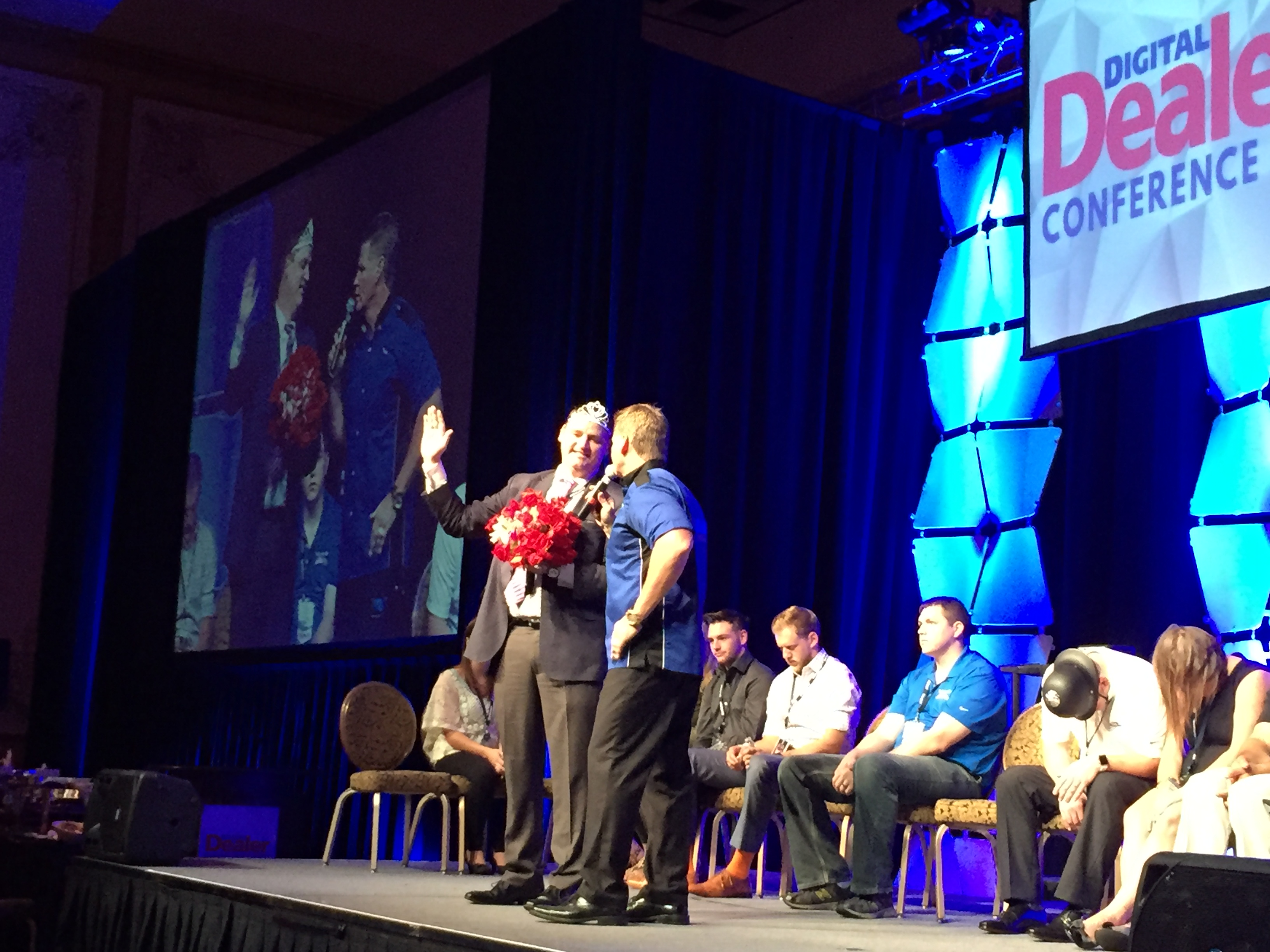 "Jonathan Dawson wins the ""Miss Digital Dealer 19"" title (while hypnotized...)"