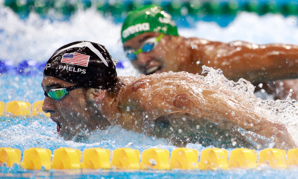 RIO DE JANEIRO, BRAZIL - AUGUST 09: Michael Phelps (L) of the United States leads Chad le Clos of South Africa in the Men's 200m Butterfly Final on Day 4 of the Rio 2016 Olympic Games at the Olympic Aquatics Stadium on August 9, 2016 in Rio de Janeiro, Brazil. (Photo by Adam Pretty/Getty Images) ORG XMIT: 610210337 ORIG FILE ID: 587854204